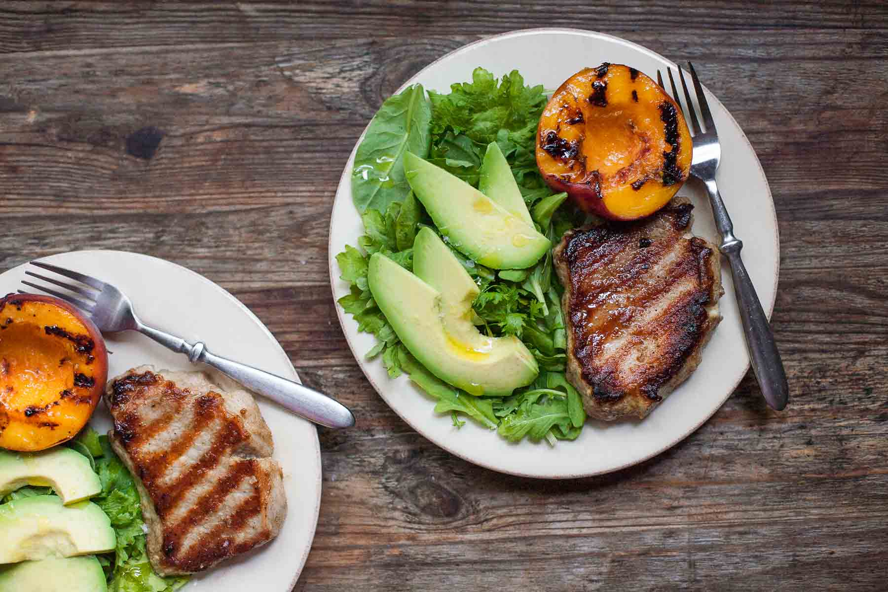 Grilled Pork Chops and Peaches #30MinuteMondays | acalculatedwhisk.com