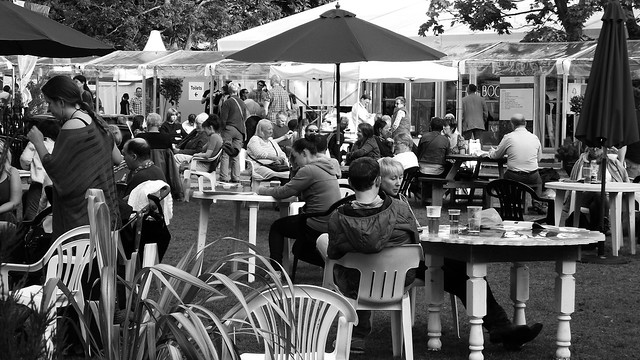 Edinburgh International Book Festival 2015 - busy Charlotte Square Gardens 02