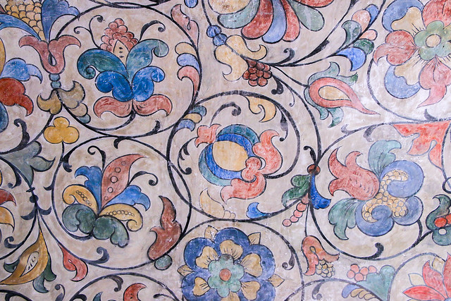 Very lovely pomegranates design painting in Saint Basil's Cathedral, Moscow, Russia モスクワ、聖ワシリー寺院のザクロ唐草