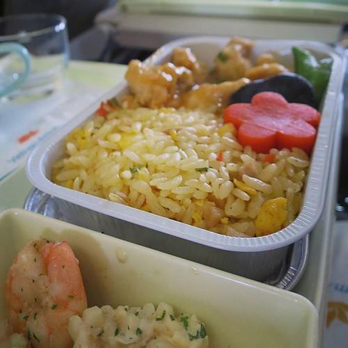 機内食、Westernを選んだよ。おいしかった。