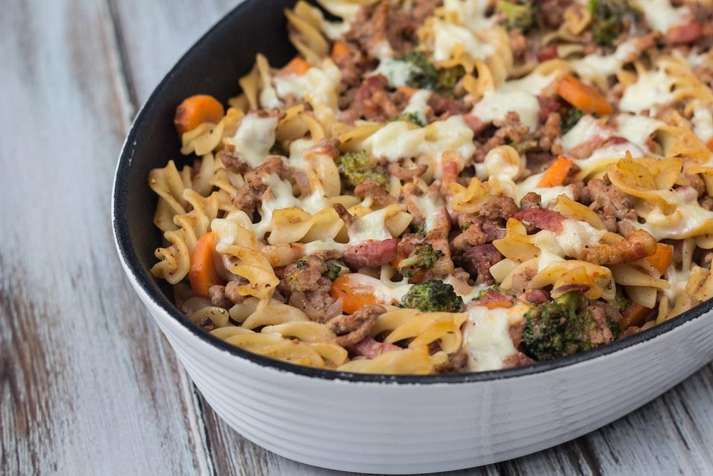 Lækkert pastafad med bacon og svinekød