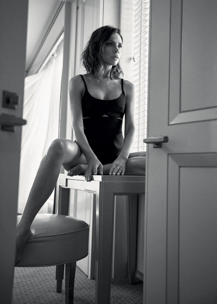 Виктория Бекхэм — Фотосессия для «Vogue» UK 2016 – 4