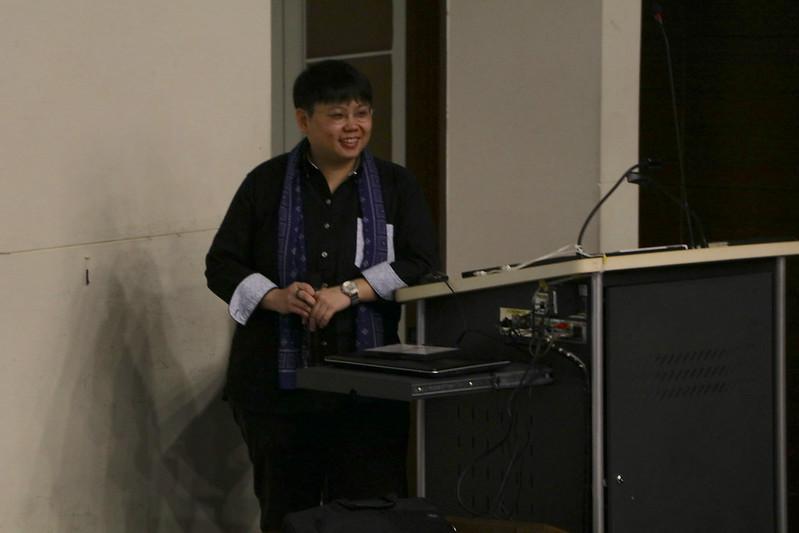 台大建築與城鄉研究所博士生陳盈棻演講,分享有關都市更新造成的拆遷個案。圖/人文電影節提供。