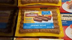 baking(0.0), snack food(0.0), sausage(1.0), food(1.0), cuisine(1.0), bratwurst(1.0), hot dog(1.0), fast food(1.0),