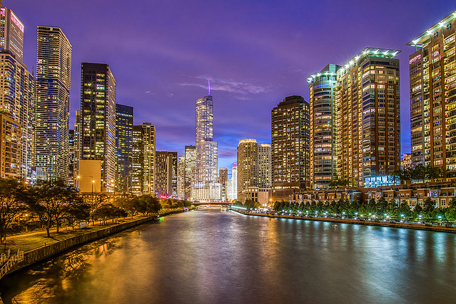 Chicago River view.