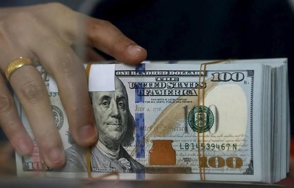 Dólar por arriba de la barrera psicológica de 17 pesos: abre en $16.92
