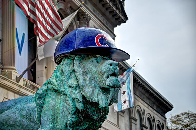 Art Institute lion wearing Chicago Cubs hat for 2016 World Series (#2)