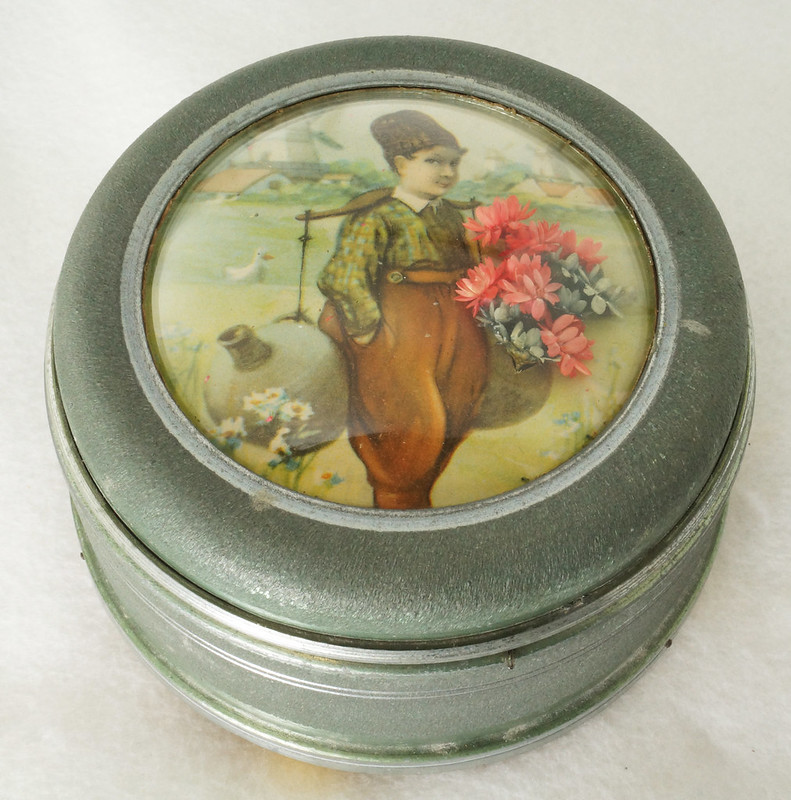 RD15027 Vintage Wind Up Music Powder Trinket Box Dutch Boy Round Aluminum DSC06790