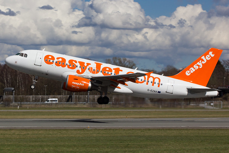 Easyjet - A319 - G-EZAA (1)