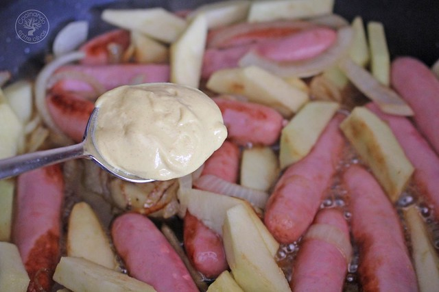 Salchichas frescas de pollo con miel, mostaza y manzana www.cocinandoentreolivos.com (11)
