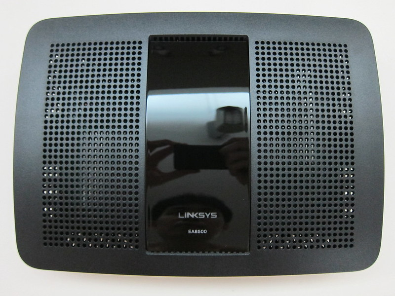 Linksys EA8500 - Top