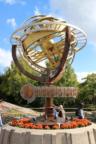 Discoveryland entrance statue