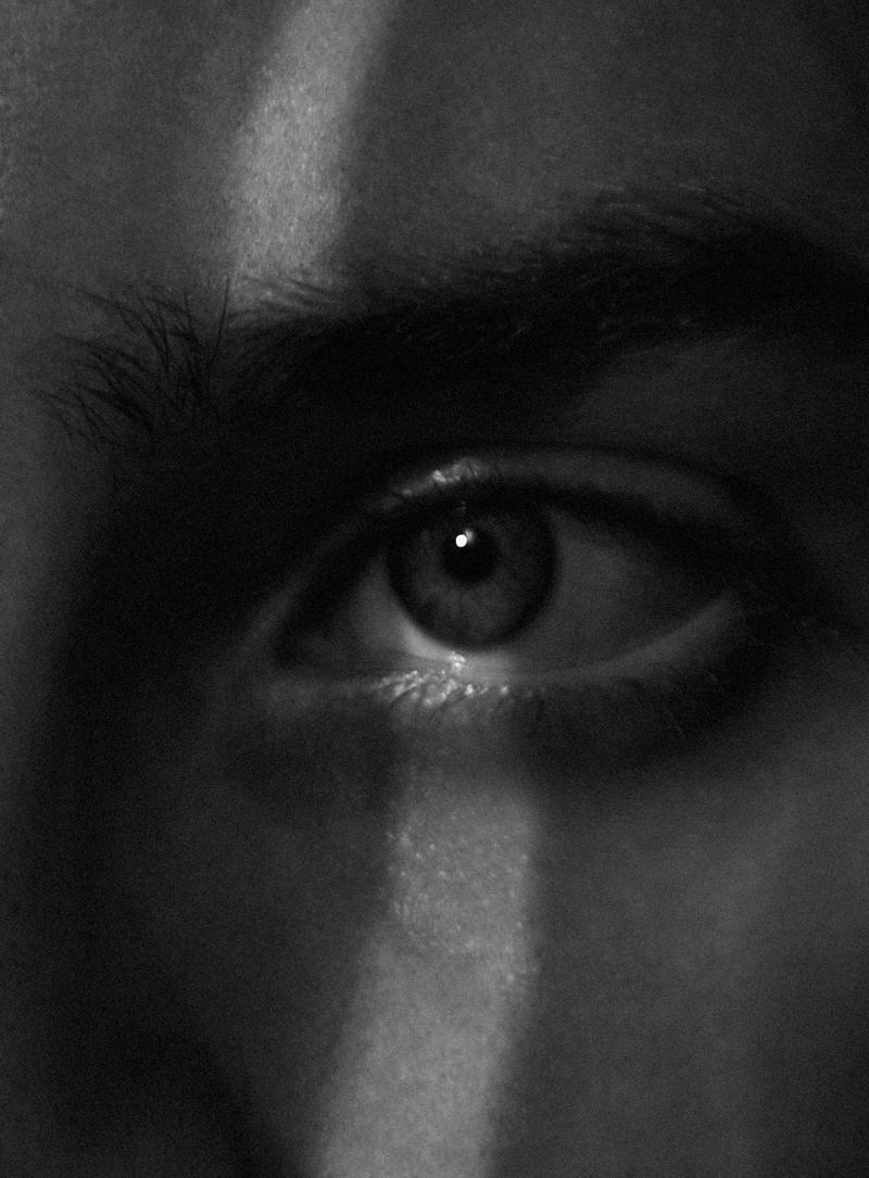 mikkoputtonen_blogger_london_photography_portrait_blackandwhite_red2_web