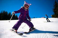 Lyžování ve Vídeňských Alpách: ráj sportovců i rodinná dovolená