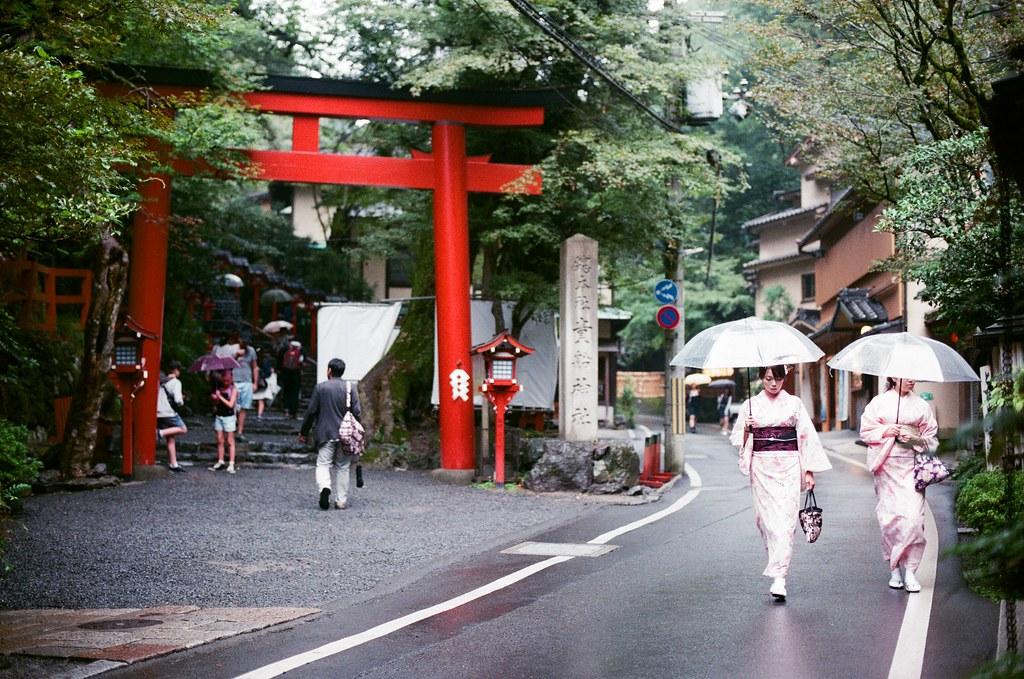 貴船神社 京都 Kyoto / Kodak ColorPlus / Nikon FM2 2015/09/24 貴船神社,但其實我在拍走過來的人。  Nikon FM2 Nikon AI Nikkor 50mm f/1.4S Kodak ColorPlus ISO200 0949-0022 Photo by Toomore