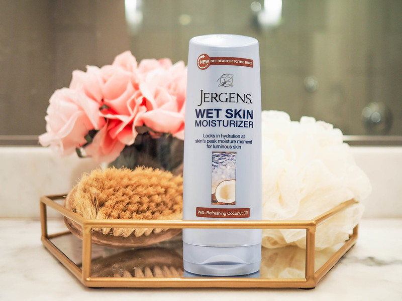 cute & little blog | busy mom beauty hacks | jergens wet moisturizer #applybeforeyoudry #ad