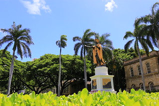 Image of King Kamehameha the Great Statue. palmtrees hawaii kamehameha kingkamehameha statue hawaiianroyalty royalty conqueror legendary badass dragonball tropical hawaiianking warrior