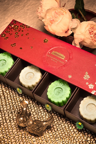 Fullerton - White Lotus Seed Paste with  Egg Yolk Mooncake, Pandan with Gula Melaka Snow Skin Mooncake