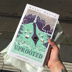 Look at my beautiful new edition of #Uprooted by Naomi Novik. There is a little bit of damage on the edge of the dusk jacket, an the other copy they had in Waterstones was torn, so I'm going to have to be really careful with it since it's so delicate. Loo