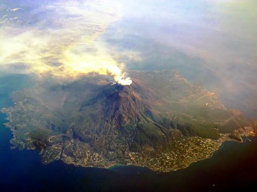 sea japan island volcano kagoshima eruption sakurajima