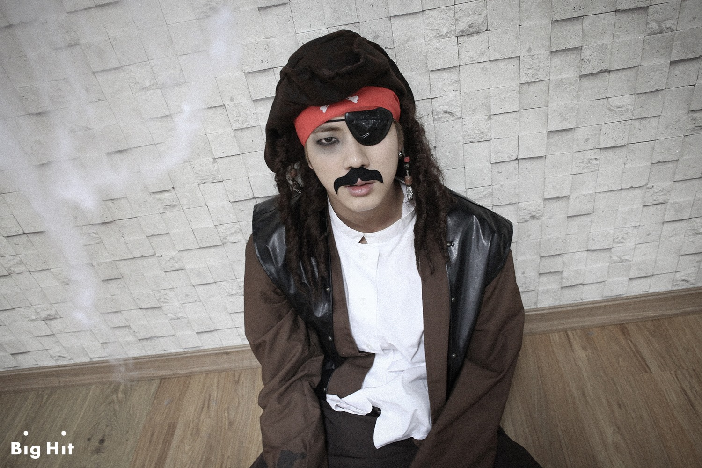 Picture/FB] Starcast Bangtan Room / Halloween Chapter [141103]  