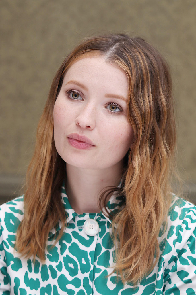 Эмили Браунинг — Пресс-конференция «Легенда» на «TIFF» 2015 – 19