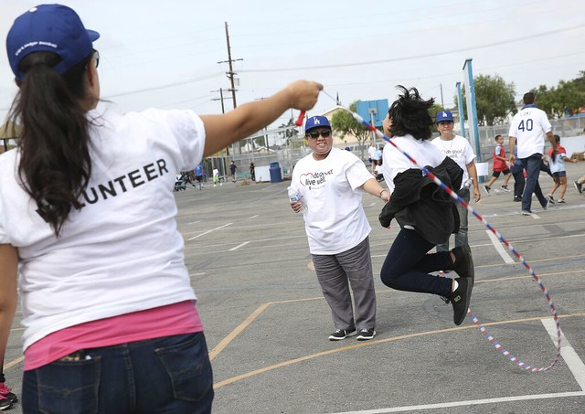 LA Dodgers, United Healthcare volunteer with South LA schoolchildren