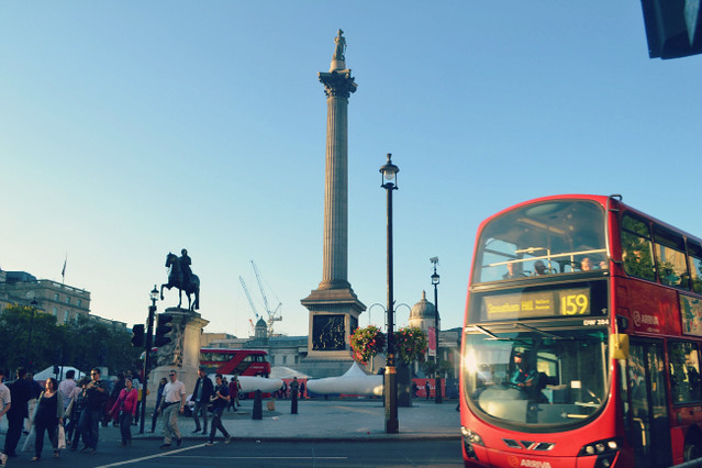 trafalgar square london bus