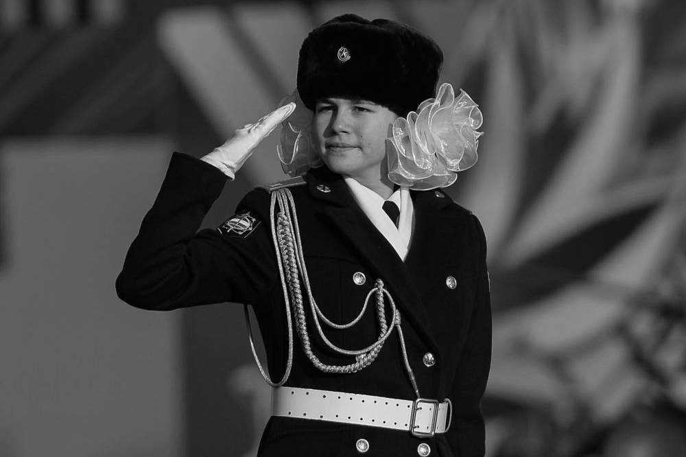 151107_RUS_Moscow_Parade_girl_BW_6x9