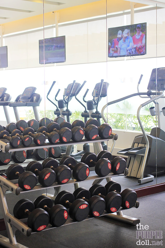 Gym Dumbbells at Holiday Inn & Suites Makati