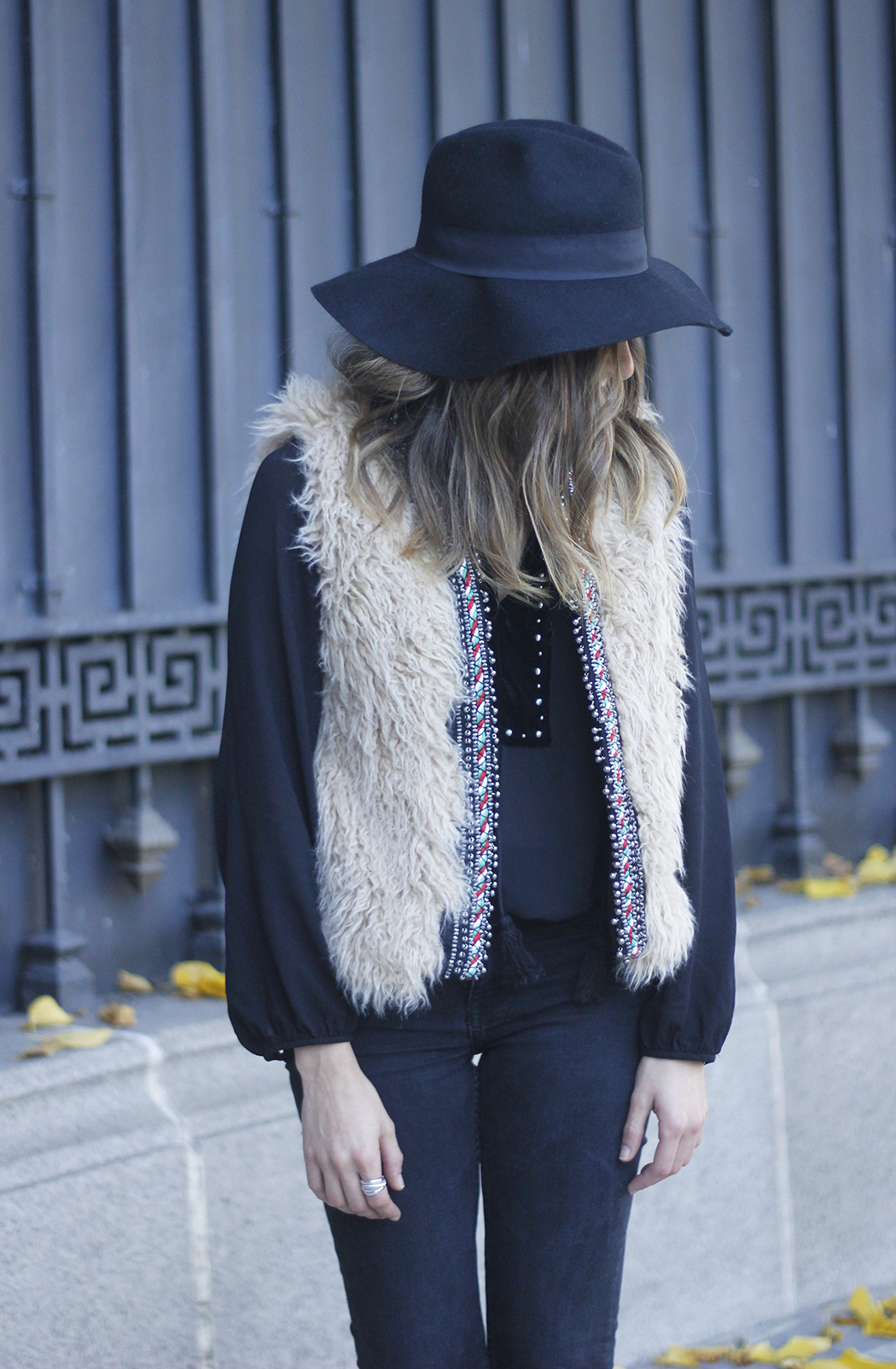 Faux Fur Vest Black Ripped Jeans Outfit10