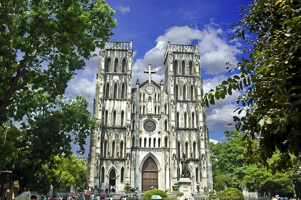 Façade de la cathédrale Saint Joseph à Hanoi - Photo de Bonjin/凡人[ラナ]