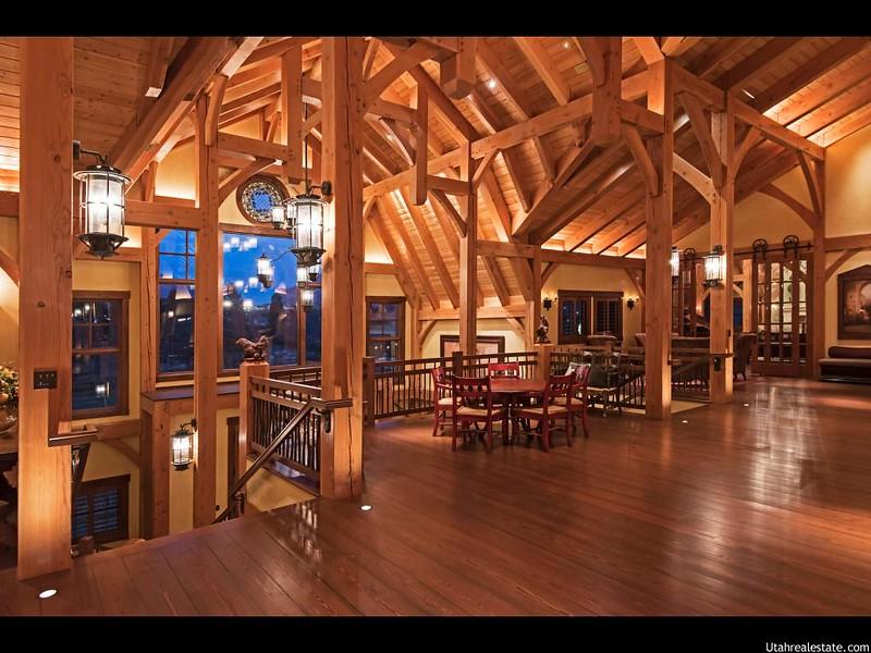 Деревянные балки в интерьере дома