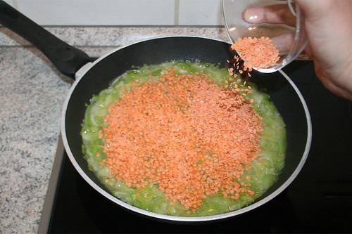 21 - Linsen in Lauchbrühe geben / Put lentils in pan