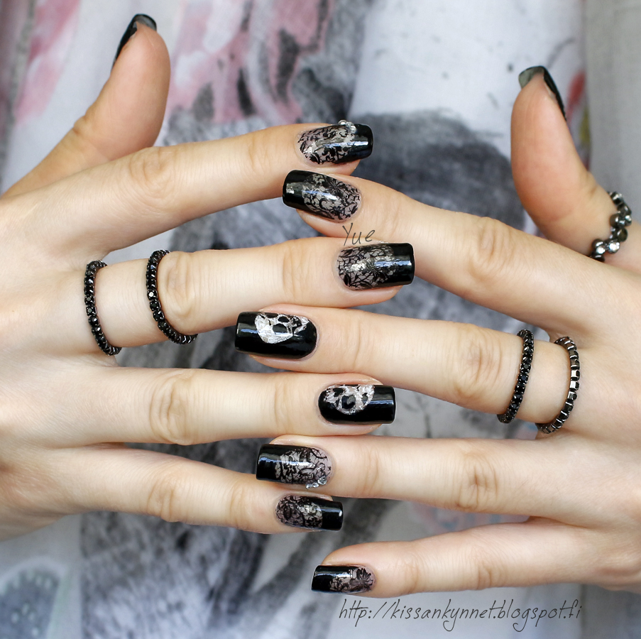 lace_skull_nails