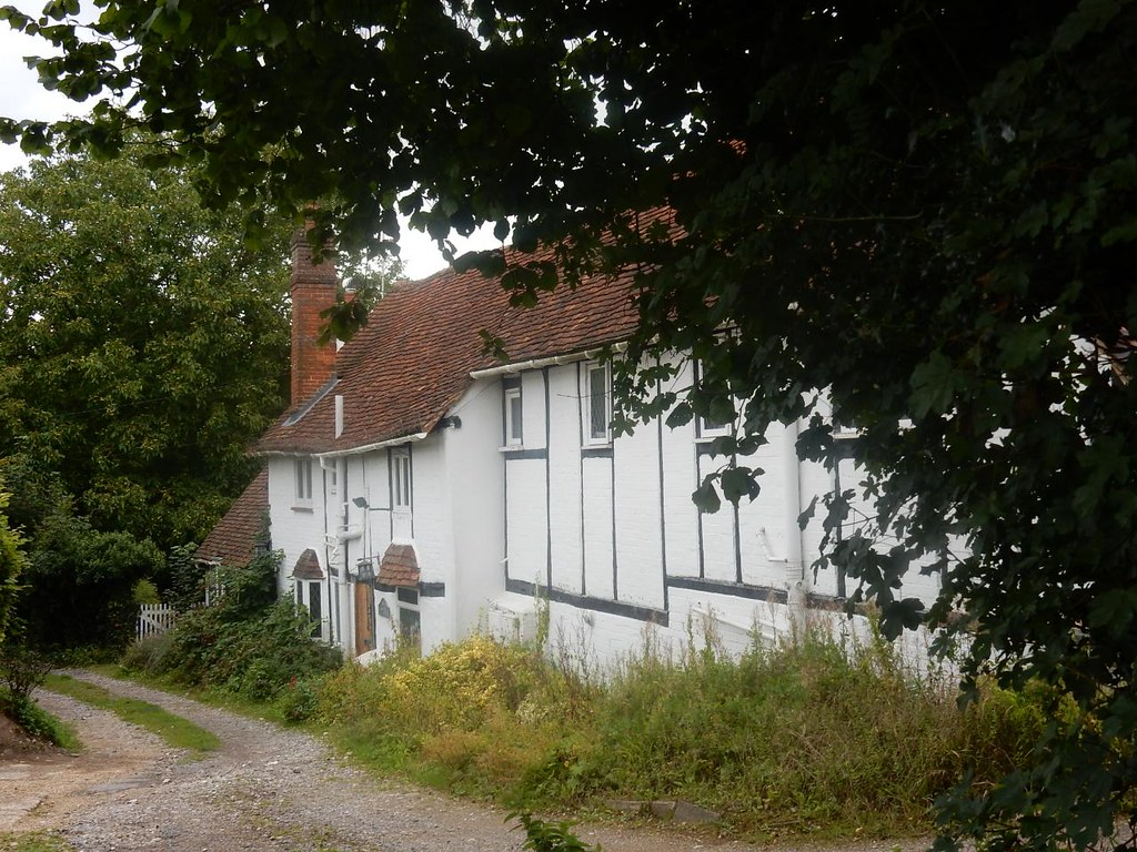 Toby's Lane cottages Great Missenden to Amersham Little Missenden church