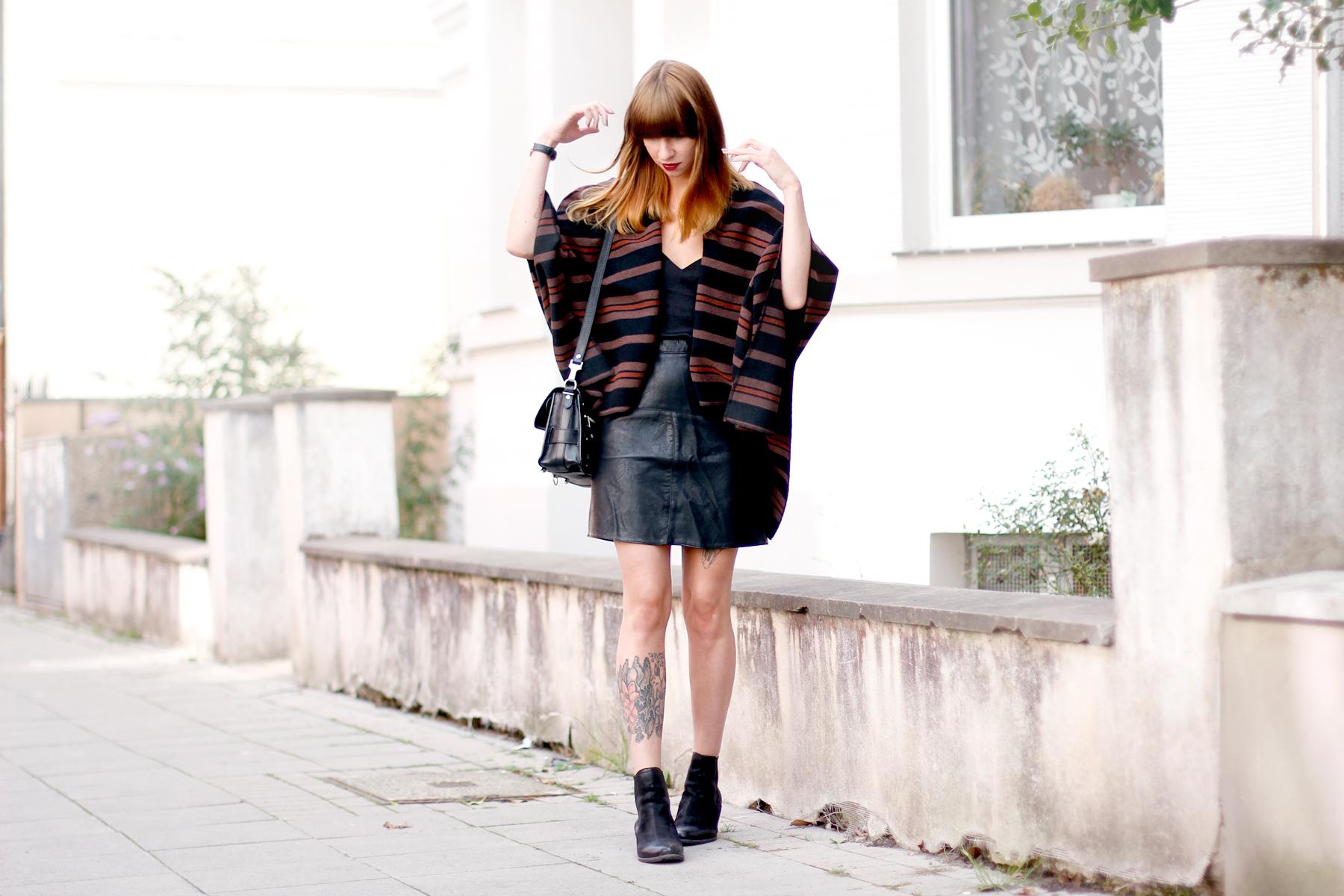 poncho lee jeans autumn cape boots sacha schuhe proenza schouler ps11 fashionblogger ricarda schernus blog düsseldorf hannover berlin cats & dogs 3