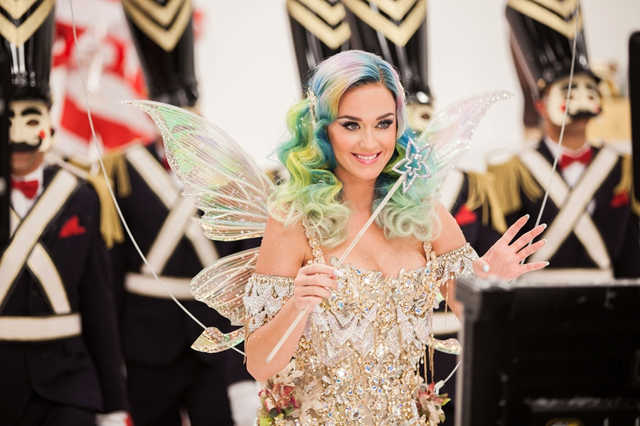 NOVB4-15-AL-Katy-Perry-holiday2