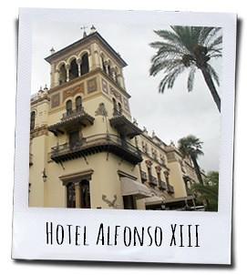 Het prachtige hotel werd gebouwd voor de bezoekers van de Ibero-Amerikaanse tentoonstelling van 1929 die in de stad Sevilla gehouden werd