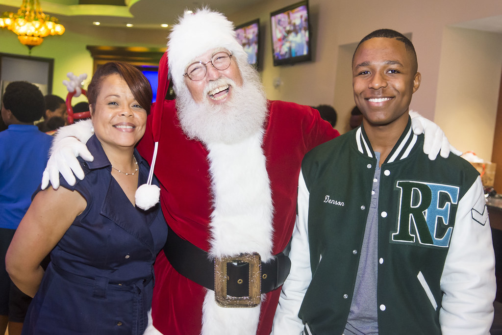 152-MFF_HolidayParty2015