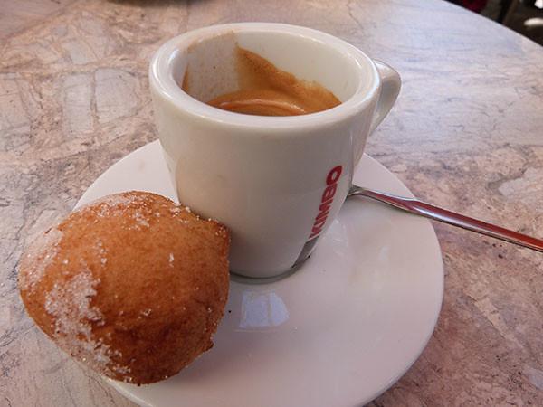 café et beignet