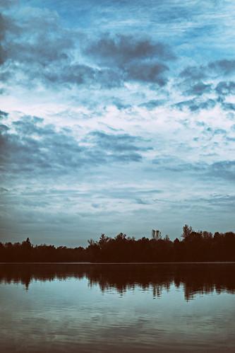 Wie ich beim Wolkenschauen versehentlich mit den Füßen in den See stieg und jetzt Hans Guck-in-die-Luft genannt werden will.
