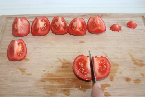 26 - Tomaten vierteln / Quarter tomatoes