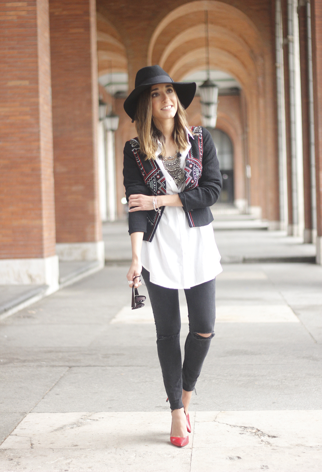 embroidered jacket black ripped jeans hat parfois red shoes outfit04