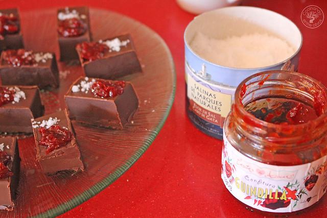 Bombones de chocolate, aove, guindilla y sal www.cocinandoentreolivos.com (13)