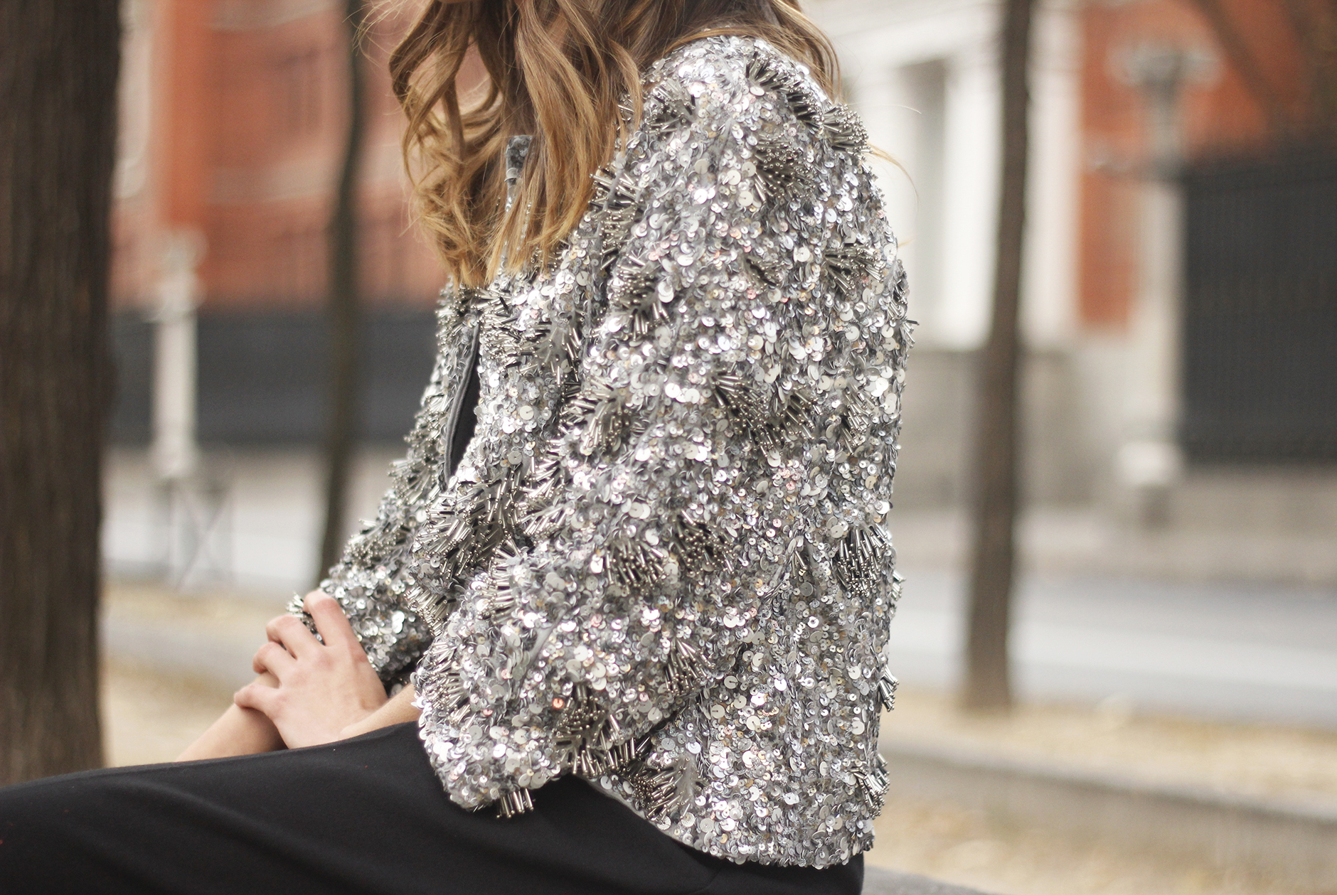 sequined jacket cropped trousers winter outfit black heels accessories streetstyle02