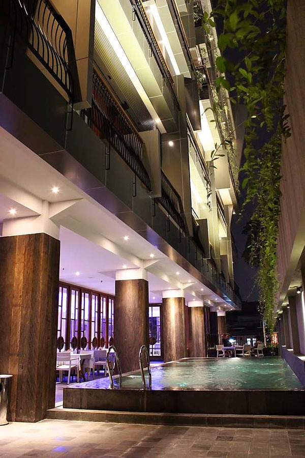 101-hotel-bandung-swimming-pool