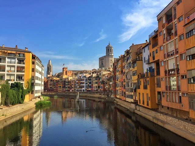 Vista de Girona (Gerona) desde el puente de hierro