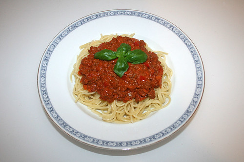 40 - Spaghetti with ground meat sour cream sauce - Served / Spaghetti mit Hackfleisch-Schmand-Sauce - Serviert