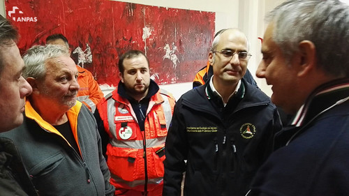 Il capo Dipartimento Curcio con i volontari Anpas a Bevevento